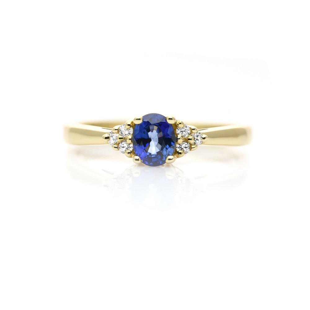 69a6e032a0a441 Złoty pierścionek z szafirem i diamentami - Adoro